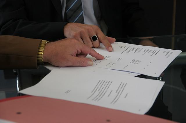 ukazovat na smlouvu