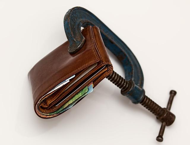 zmáčknutá peněženka