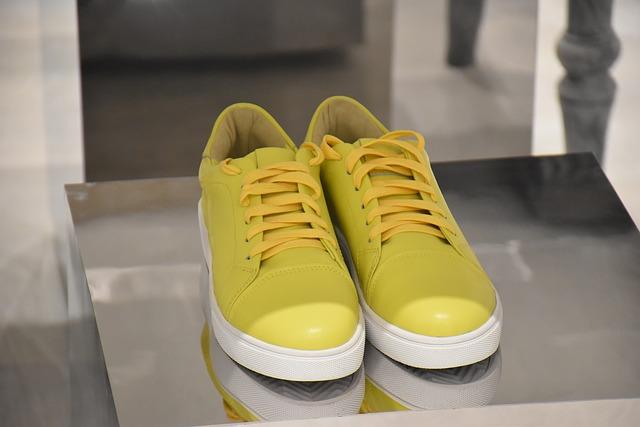 žluté tenisky